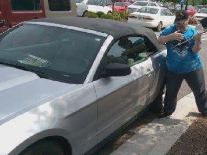 hombre salva perro de auto 4