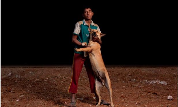 niños huerfanos adoptan perros 6