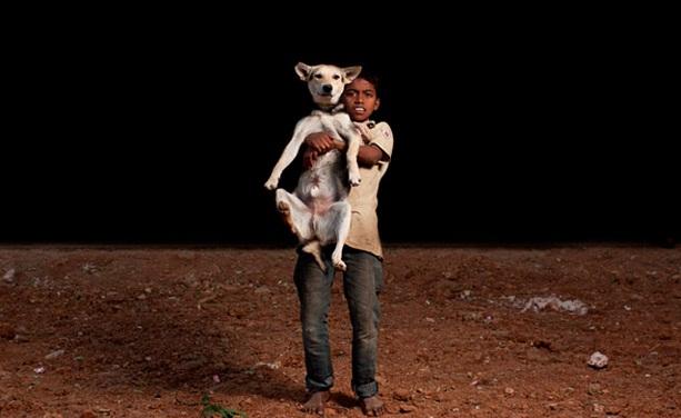 niños huerfanos adoptan perros 7