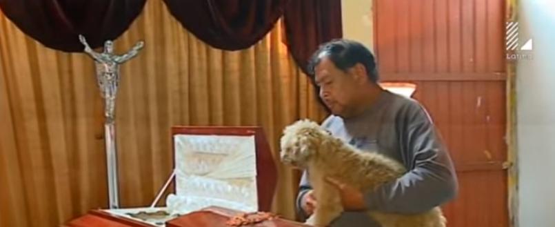 58-perros-asisten-a-funeral-de-quien-los-rescato1