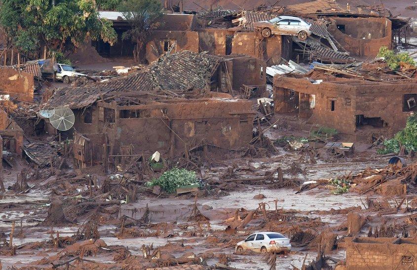 rescate-perro-en-desastre-minero-brasil2