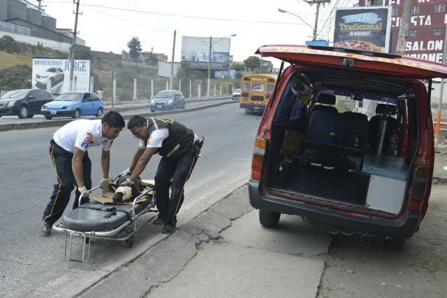 bombero-rescata-perro-atropellado4