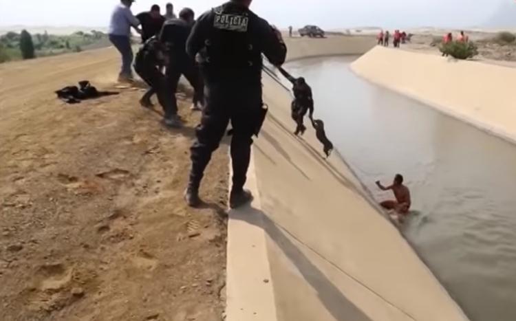 Rescate-perro-canal-Peru 9