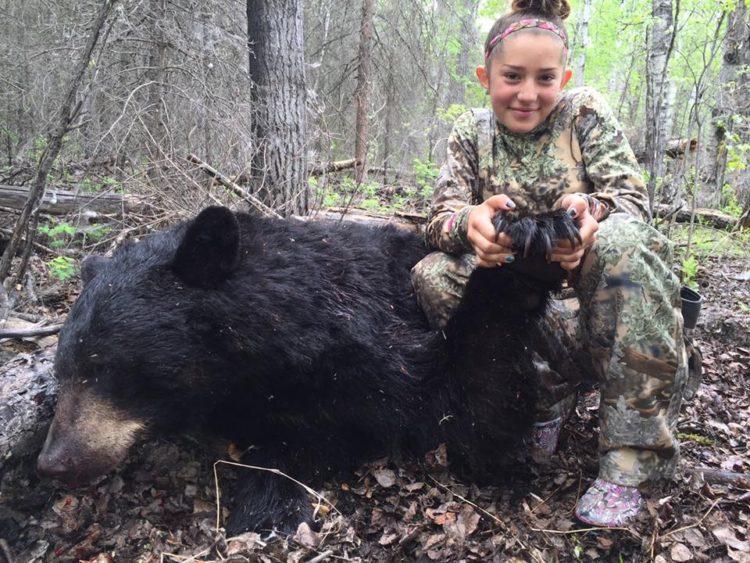 nina-caza-animales-y-publica-fotos-en-facebook12