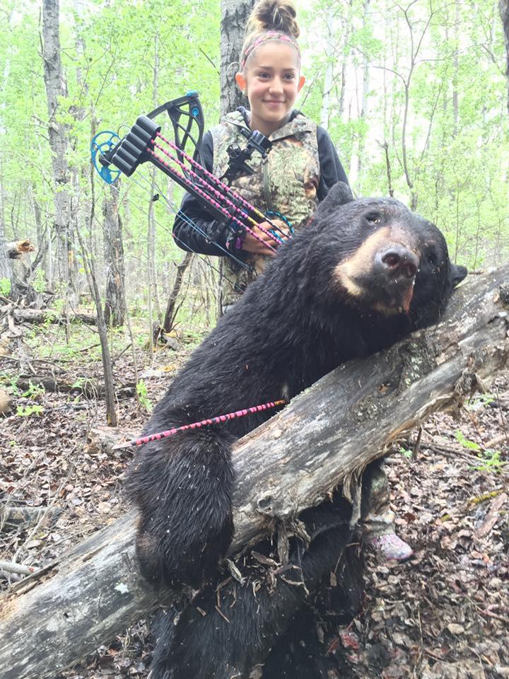nina-caza-animales-y-publica-fotos-en-facebook13
