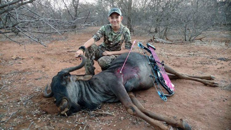 nina-caza-animales-y-publica-fotos-en-facebook5