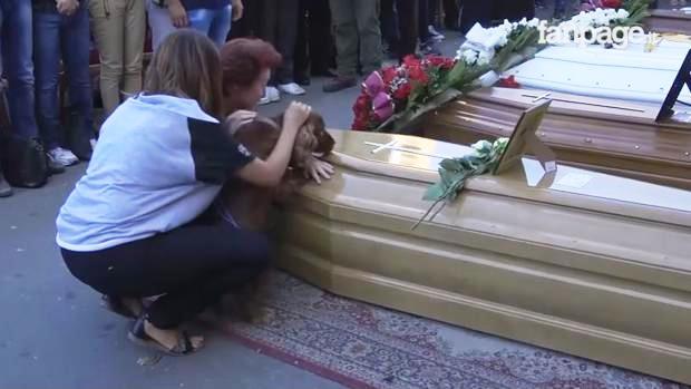 perro-se-despide-de-dueno-victima-de-terremoto-de-italia1