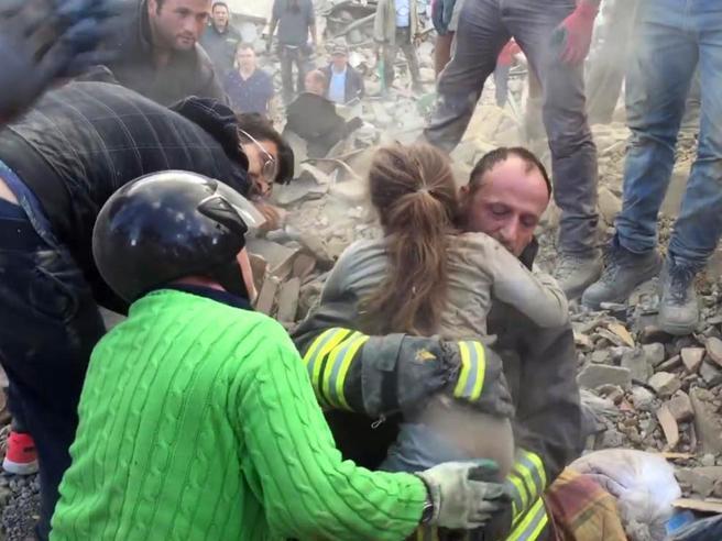 perros-rescatistas-terremoto-italia7