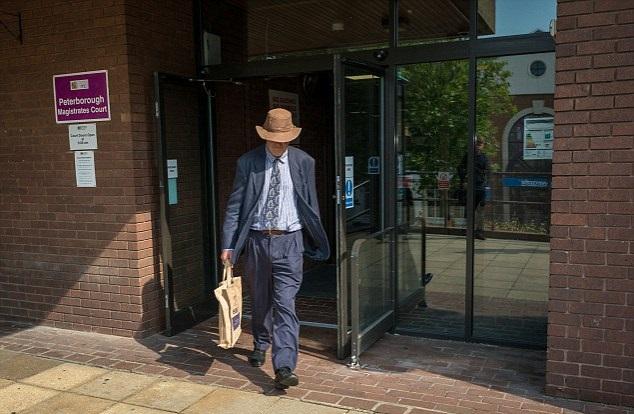 hombre-de-65-anos-acusado-de-dejar-sus-tres-perros-en-el-auto-murieron-exposisicion-al-calor-7