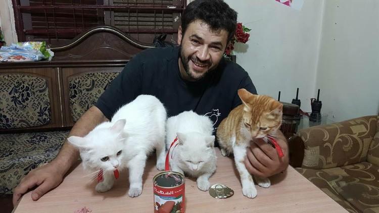 hombre-gato-aleppo-siria-07