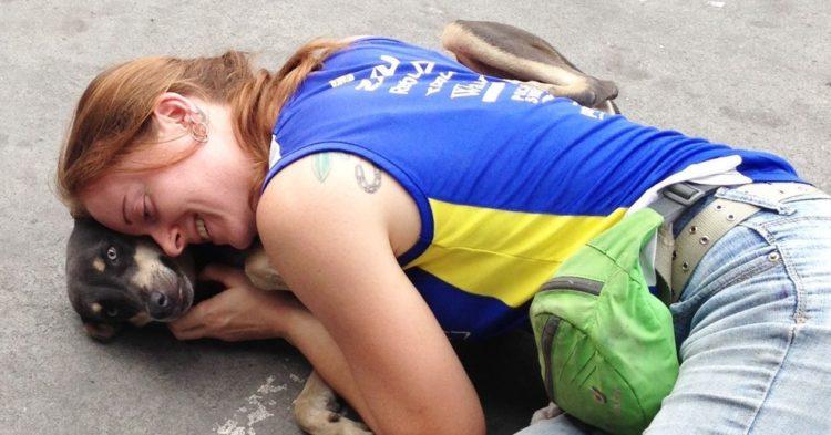 la-mujer-encuentra-el-cementerio-por-completo-de-perros-hambrientos-7