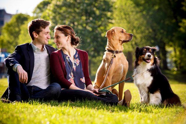 mujer-se-reune-amor-de-su-vida-en-el-perro-park-9