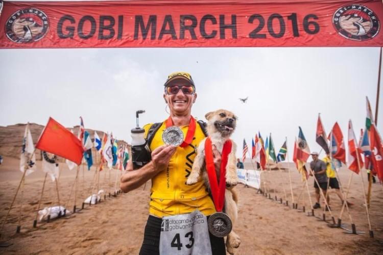 gobi-perrita-mestiza-corre-maraton-dion-leonard-02