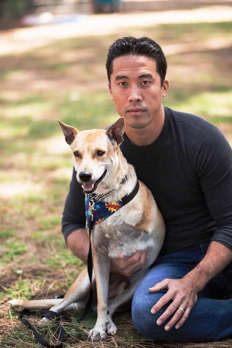 marc-ching-hombre-lucha-contra-maltrato-perros-asia-17