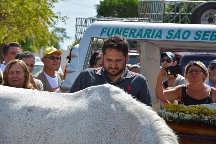 sereno-caballo-llora-funeral-brasil-04