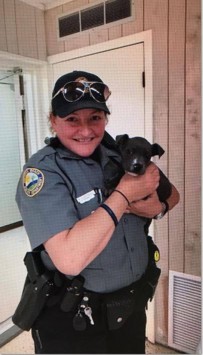 Policia cachorro congelado adoptado pitbull congelado halifax police departement firefighters frozen river puppy saved rescued adopted daytona beach Kera Cantrell