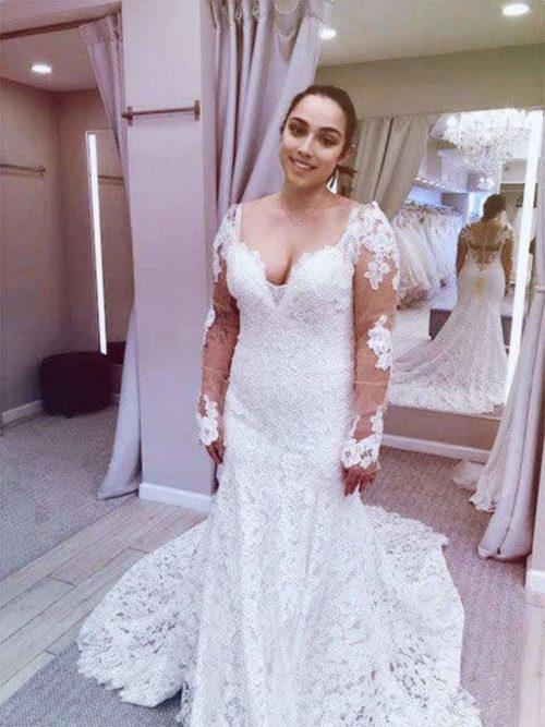 3d250ad5c Compra dos vestidos de novia a juego para que su hija perruna la acompañe  camino al altar