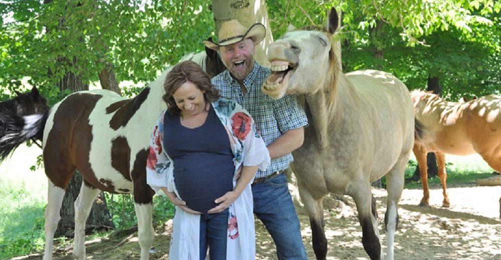 Embarazada es eclipsada por el caballo que hizo reír a todos con sus ocurrencias