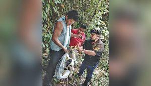 Un pobre perrito pasa llorando 3 días hasta que alguien quiera salvarlo tras ser tirado a un río