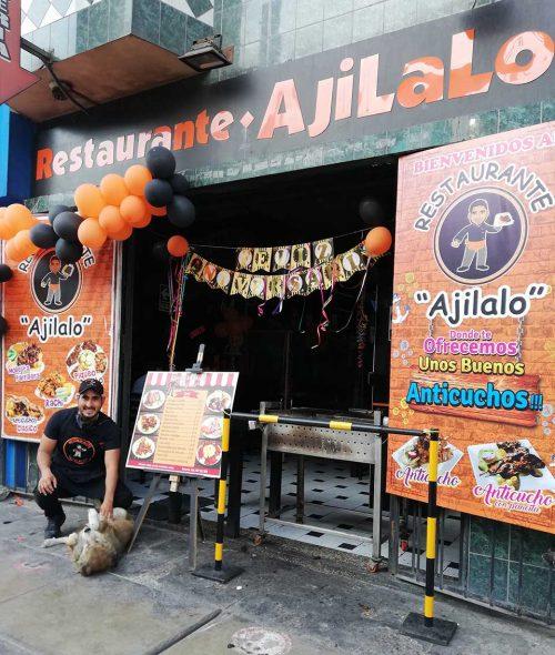 Dueño restaurante prepara comida gratis para perros callejeros